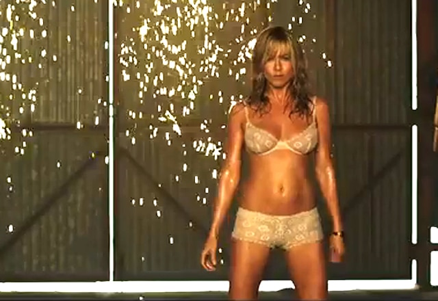 Jennifer Aniston hace un sugerente pole dancing en We´re the millers