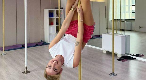 Chiara Ferragni se pasa al pole dance. La influencer italiana se enamora de la barra.