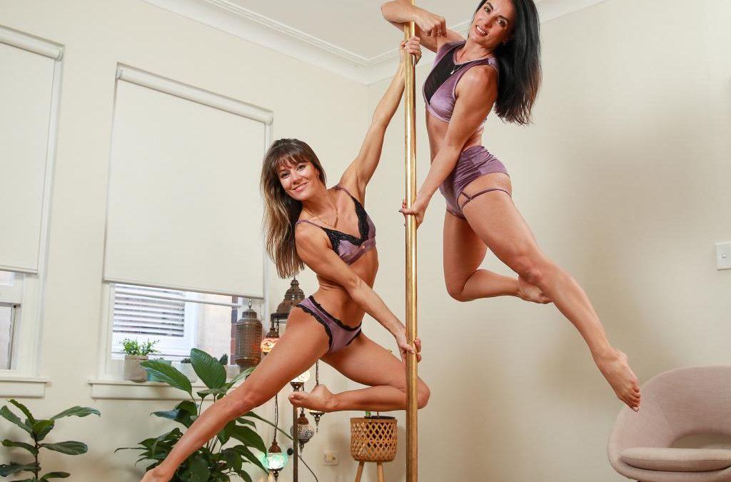 🤩 7 Pole Dancers que seguir para principiantes de Pole Dance e intermedios [y consejos]