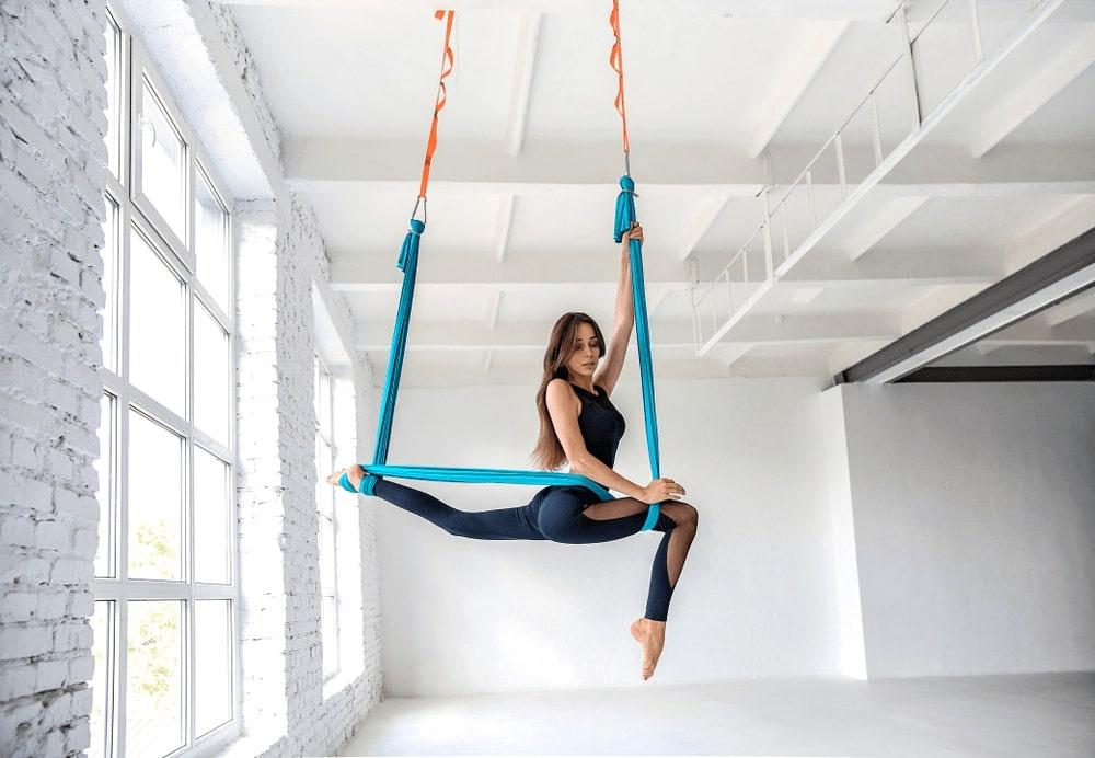 La combinación perfecta de pilates y danza aérea, con un columpio enorme, seguro y cómodo, para que pongas el abómen y los brazos como rocas.