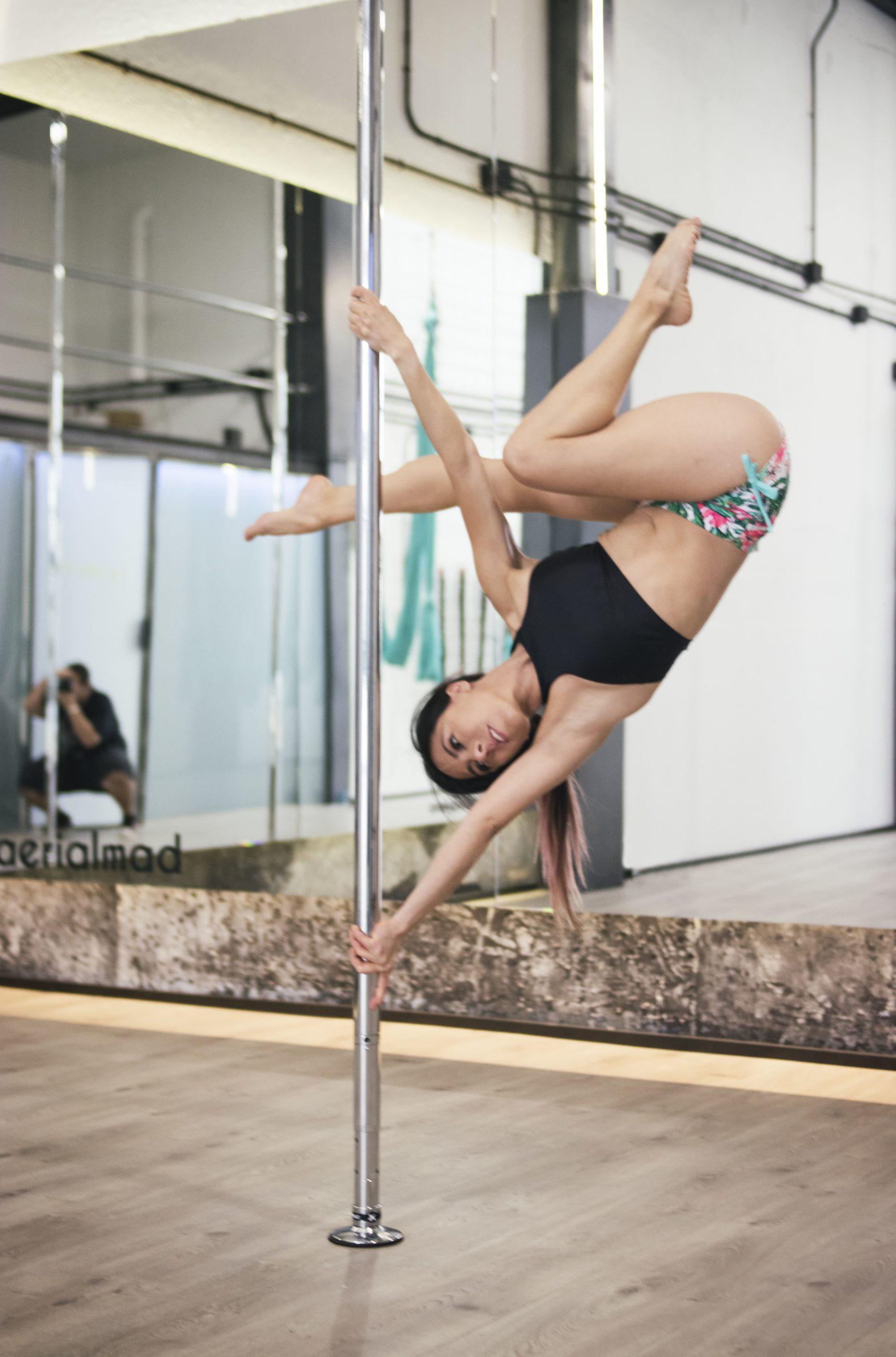 ¿Alguna vez has soñado con volar? Ahora es posible. Nuestras clases semi-privadas de Airfit, Bungee y Pole Dance harán que te enamores del deporte.
