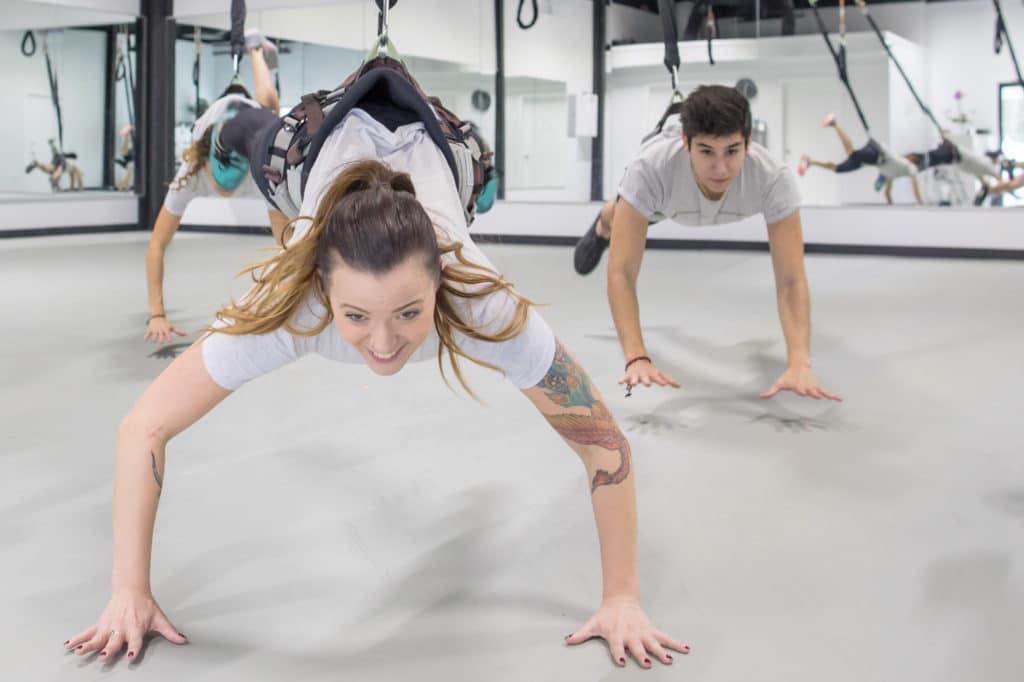 Sin duda, el deporte de moda en el mundo. Bungee fitness & dance es divertido, retador y consigue que logres tus objetivos deportivos